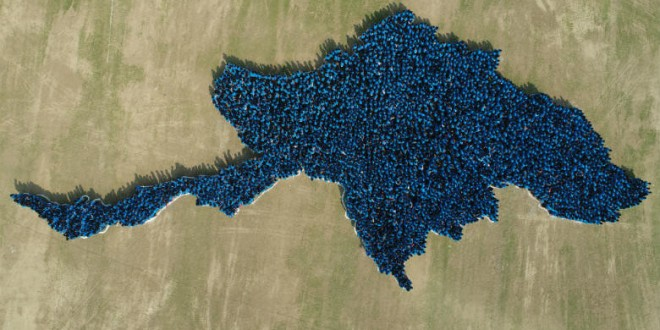 WORLD LARGEST HUMAN IMAGE OF A COUNTRY